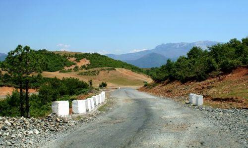 ALBANIA / - / Góry Albanii / Górska droga