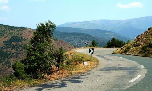 ALBANIA / - / Góry Albanii / Niebezpieczny zakręt