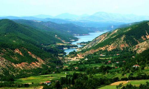 ALBANIA / - / Góry Albanii / Dolina