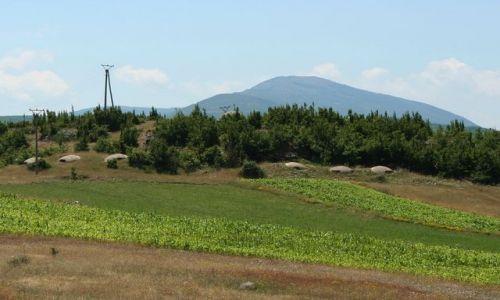 ALBANIA / - / Góry Albanii / Krajobraz z bunkrami