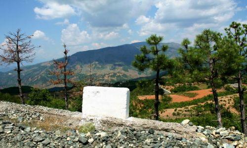 ALBANIA / - / Góry Albanii / Za barierką