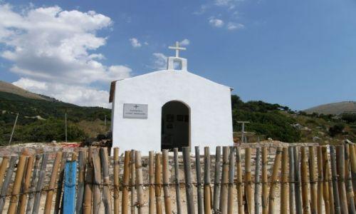Zdjęcie ALBANIA / Bałkany / riwiera albańska / mały kościółek