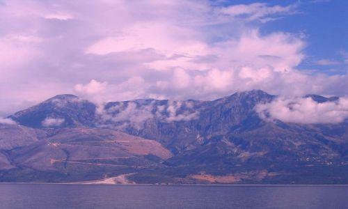 ALBANIA / Góry Pindos / z Morza Śródziemnego / Chmury nad Górami Pindos