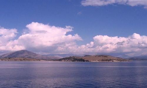 Zdjęcie ALBANIA / Morze Śródziemne /  w drodze do Grecji / niebo nad Albanią