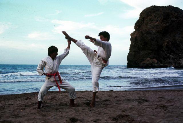 Zdjęcia: marsa ben mhidi, zachodnia Algieria, pokaz karate na plaży, ALGIERIA