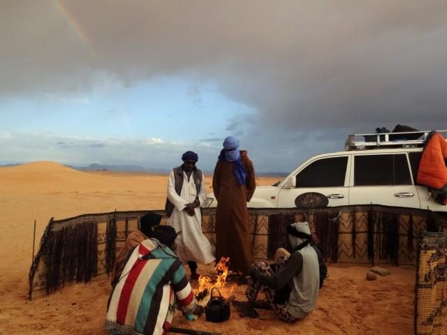 Zdjęcia: Tadrart, Sahara, 9 dni w 7 niebie: Poranna herbatka pod tęczą, po całonocnej burzy piaskowej, ALGIERIA