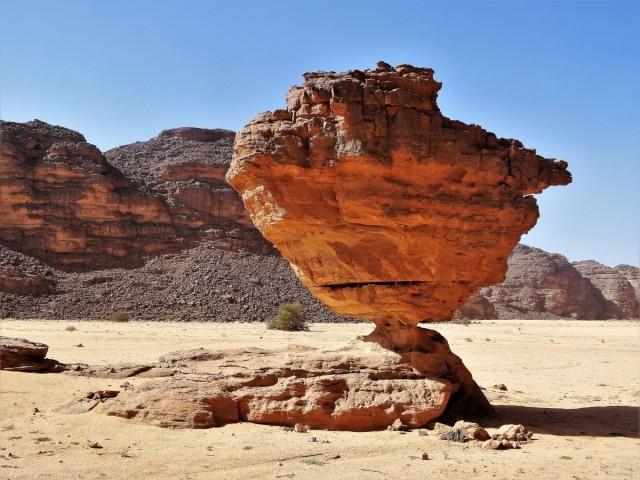 Zdjęcia: Tikoubene, Sahara, 9 dni w siódmym niebie - niesłychane bogactwo form skalnych, jak długo przetrwa?, ALGIERIA