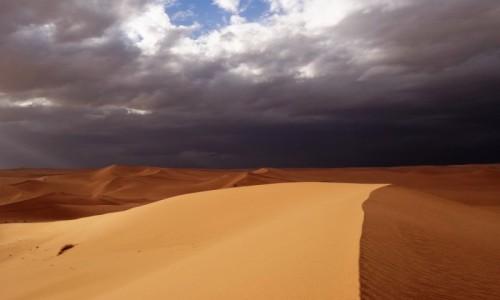 Zdjęcie ALGIERIA / Sahara / Tadrart / 9 dni w 7 niebie: Idzie burza