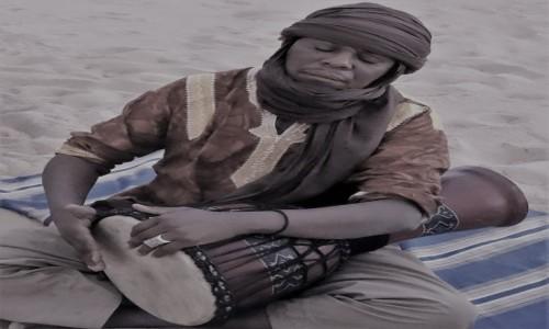 ALGIERIA / Sahara / Tadrart / 9 dni w 7 niebie: Zatopiony w muzyce