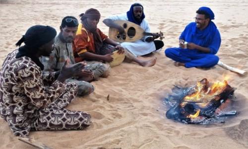 Zdjecie ALGIERIA / Sahara / Tadrart / 9  dni w  siódmym niebie - przy ognisku