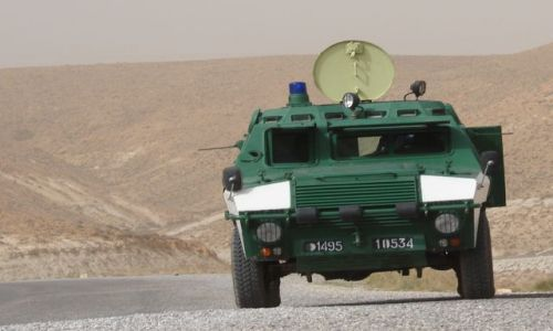 Zdjecie ALGIERIA / góry Atlasu / góry Atlasu / eskorta wojskowa - obowiązkowa