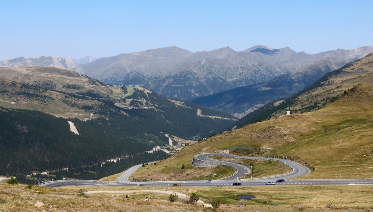 Zdjęcia: Port d'Envalira, Pireneje, Widok z przełęczy Port d'Envalira w Pirenejach, ANDORA