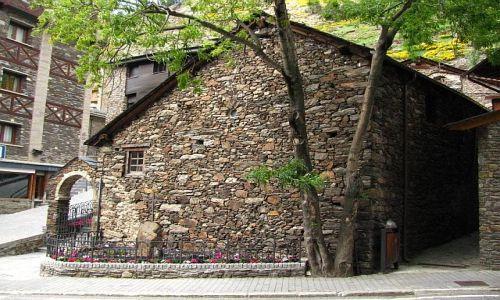 ANDORA / Pireneje / Soldeu / tradycyjna zabudowa