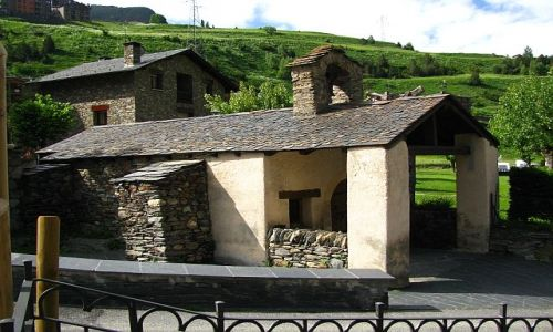 Zdjecie ANDORA / Pireneje / Canillo / wiejski kościółek
