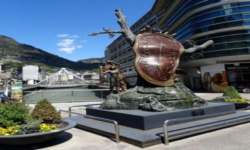 Zdjecie ANDORA / Andorra la Vella / Piazza Rotonda- rze�ba Salvadora Dali / Czas na Andor�