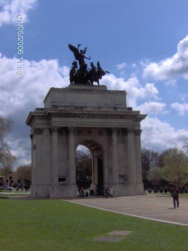 Zdjęcia: LONDYN, Londyn, ŁUK TR. OPODAL PAŁACU BUCKINGHAM, ANGLIA