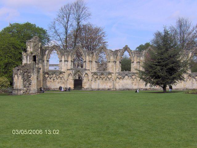 Zdjęcia: YORK, Yorkshire, York - Ruiny Kościoła zburzonego przez Henryka VI, ANGLIA