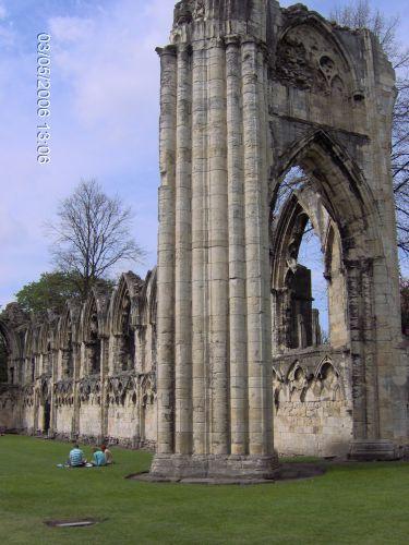 Zdj�cia: YORK, Yorkshire, York - Ruiny Ko�cio�a zburzonego przez Henryka VI, ANGLIA