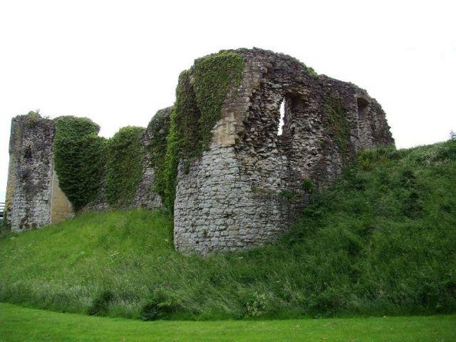 Zdjęcia: Helmsley, North Yorkshire,   Helmsley Castle, ANGLIA