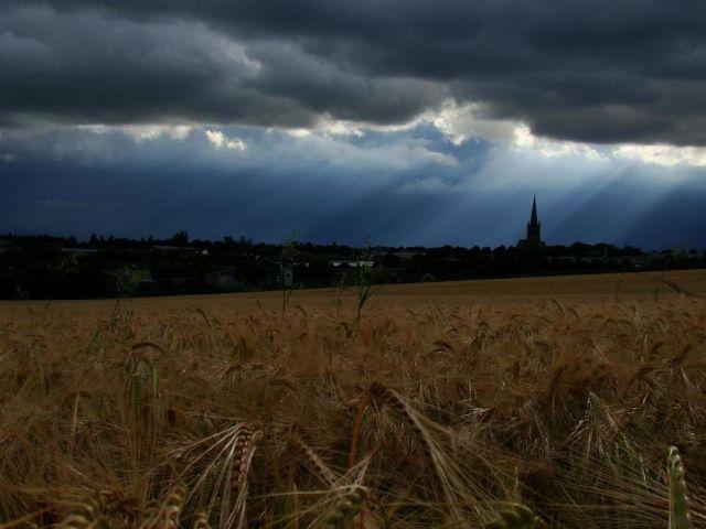 Zdjęcia: Wakefield, okolice Wakefield, czarne chmury , ANGLIA