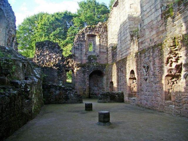 Zdjęcia: Spofforth, North Yorkshire, wnetrze zamku (Spofforth), ANGLIA