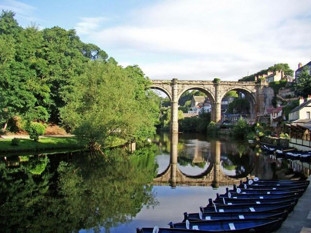 Zdj�cia: Knaresborough, North Yorkshire,  podzamcze - zamek Knaresborough, ANGLIA
