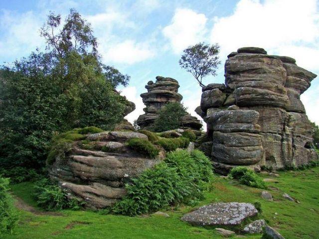 Zdj�cia: droga B 6265 miedzy Ripon a Skipton, North Yorkshire, formy skalne (Castle)   Brimham Rocks, ANGLIA