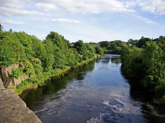 Zdjęcia: Bernard Castle, North Yorkshire, rzeka Tees  ( widok z mostu ), ANGLIA