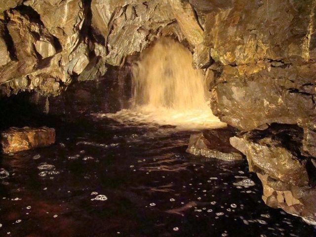 Zdjęcia: White Scar Cave, North Yorkshire  Dales, podziemny wodospad, ANGLIA