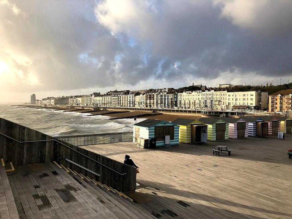 Zdjęcia: Hastings, Hrabstwo East Sussex, Widok na miasto z mola, ANGLIA