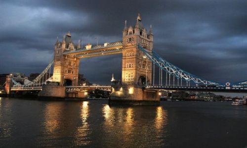 Zdjęcie ANGLIA / Londyn / Londyn / Tower Brigde wieczorem II
