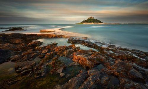 ANGLIA / Kornwalia /  wyspa pływowa u wybrzeży Kornwalii (Anglia) w zatoce Mount's Bay, niedaleko Marazion i Pe / Wyspa