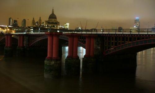 Zdjęcie ANGLIA / Wielki Londyn / Londyn / Londyn nocą