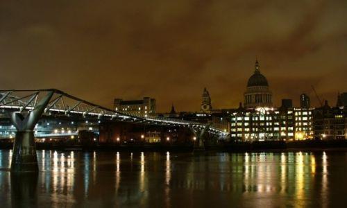 Zdjęcie ANGLIA / Wielki Londyn / Londyn / W dali Katedra Św. Pawła