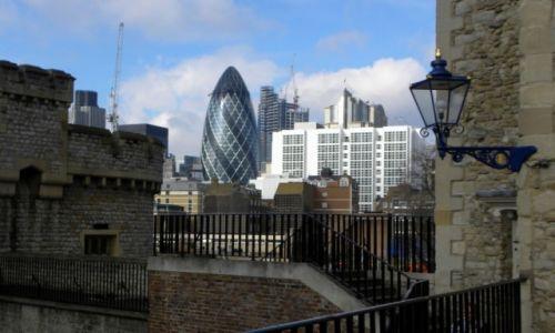 Zdjecie ANGLIA / Londyn / Tower of London / stare i nowe