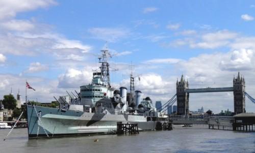 Zdjęcie ANGLIA / Wielki Londyn / Londyn / Okręt wojenny na Tamizie