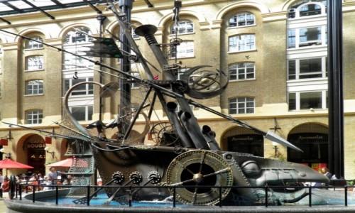 Zdjęcie ANGLIA / Wielki Londyn / Londyn / Modernistyczna fontanna