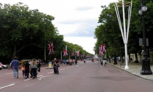 Zdjęcie ANGLIA / Wielki Londyn / Londyn / Ulica do pałacu  królewskiego Buckingham.