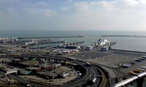 Zdjecie ANGLIA / South East / Dover / Port promowy, przy angielskiej pogodzie.