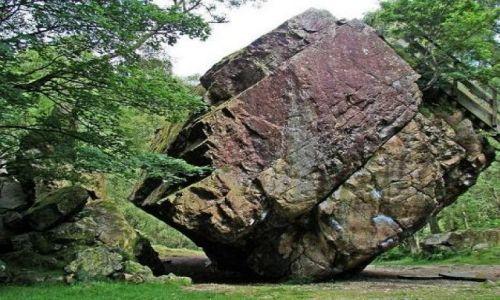 Zdjecie ANGLIA / Lake District / Borrowdale / kamyczek - Bowder Stone