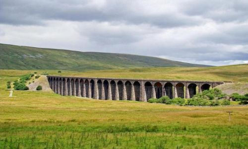 Zdjecie ANGLIA / North Yorkshire  Dales /  okolice Chapel  la Dale / wiadukt  Ribblehead