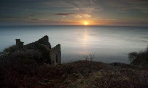 Zdjecie ANGLIA / Devon / Hallsands / Ruiny swiatyni - kosciola(czesciowo zabranego przez morze) na klifie