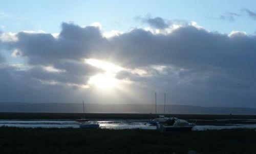 Zdjecie ANGLIA / Merseyside / Heswall / Samotne łodzie