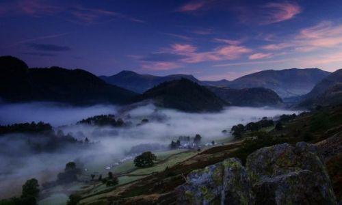 Zdjecie ANGLIA / Cumbria / Lake District / poranne mgly nad Lake District