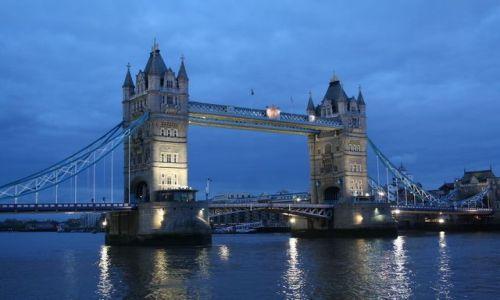 ANGLIA / - / Londyn / Tower Bridge o zmierzchu