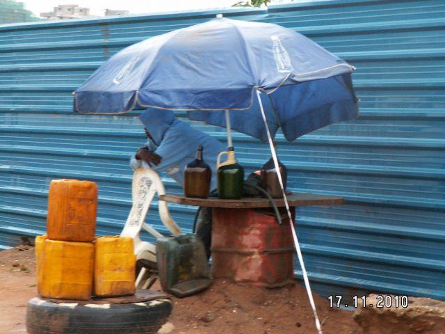 Zdjęcia: LUANDA, LUANDA, stacja  benzynowa, ANGOLA
