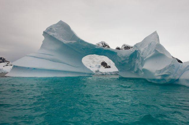 """Zdjęcia: Pleneau Bay, Aleja Lodowców, Półwysep Antarktyczny, """"Wrota"""", ANTARKTYDA"""