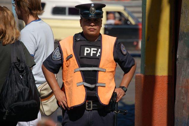 Zdjęcia: Buenos Aires, Dzielnica La Boca, Police, ARGENTYNA