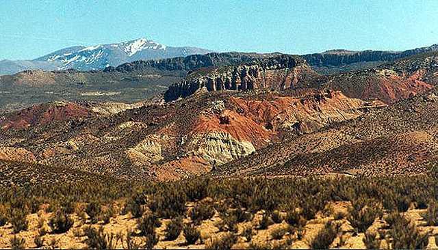 Zdjęcia: kanion rzeki San Juan de  Oro - kolorowy akcent na burej rowninie, Puna czyli Altiplano, Magiczna Puna, ARGENTYNA