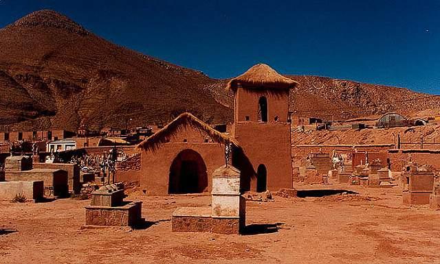 Zdjęcia: wies Malpaso przy brodzie na rzece Oslic (de las Burras) , kapliczka kryta trawa, Puna czyli Altiplano, Magiczna Puna, ARGENTYNA